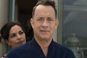 a-hologram-for-the-king-tom-hanks-brings-book-to-life-sarita-choudhury-and-tom-hanks-in-937126
