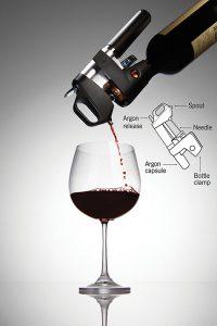 servir_vino_con_una_aguja_quirurgica