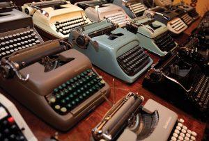 32402581-mjs_typewriter_2044_de_sisti_desisti